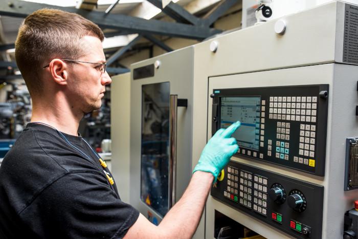 Nabídka práce v Německu - obsluha CNC stroje