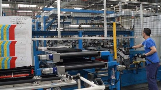práce ve fabrice automobilka čipy